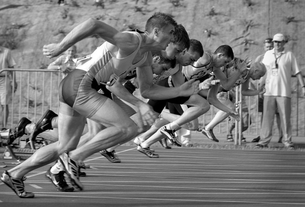 Men on running competition